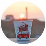 collection la plage, une nouveauté assiettes et compagnie pour l'été 2016 avec les tasses la plage et le pot à ustensiles , un hommage au camion des surfeurs et aux vacances à la plage de biarritz