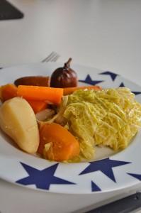 assiette bleu par assiettes et compagnie potée et infuseur piment pour bouquet garni par assiettes et gourmandises