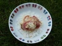 bol à salade tongs et recette de roti de lotte au jambon de Bayonne sur assiettes et gourmandises