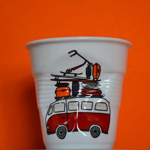 la tasse cappuccino collection capsule La Plage par béatrice pene pour Assiettes & compagnie, une nouvelle série de tasses à café et pots ustensiles fabriqués en France par la manufacture Revo