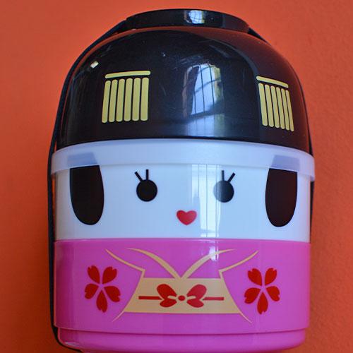 boite à bento pour les pique nique design des enfants et notamment des filles avec cette version geicha japonaise