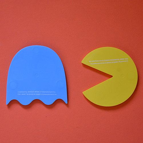 un duo de dessous de plat Pac Man pour mettre à l'honneur sur votre table le plus emblématique des jeux video