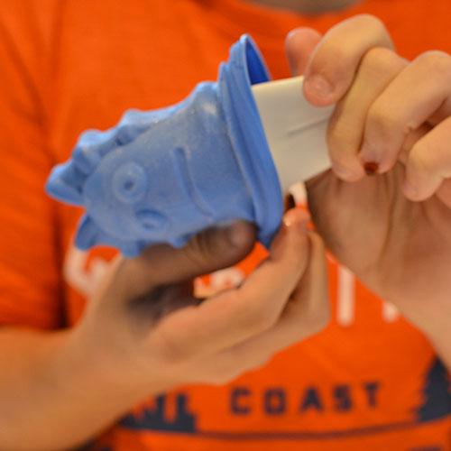 Voici des moules à glaces MONSTRES absolument irrésistibles pour les enfants, qui passeront facilement en cuisine pour imaginer des parfums de glaces originaux, création de Tovolo, designer américain