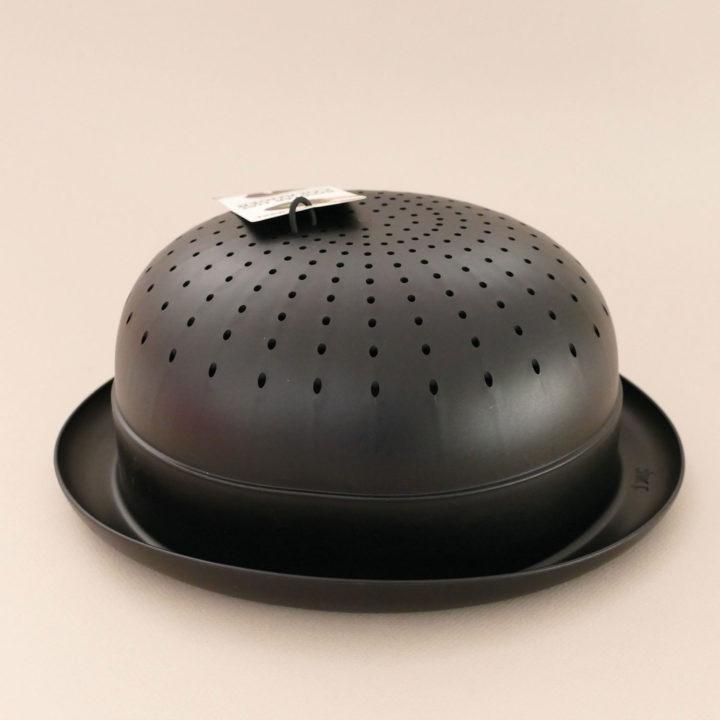 passoire chapeau melon une véritable passoire à légumes ou à pates en forme de chapeau à la Magritte