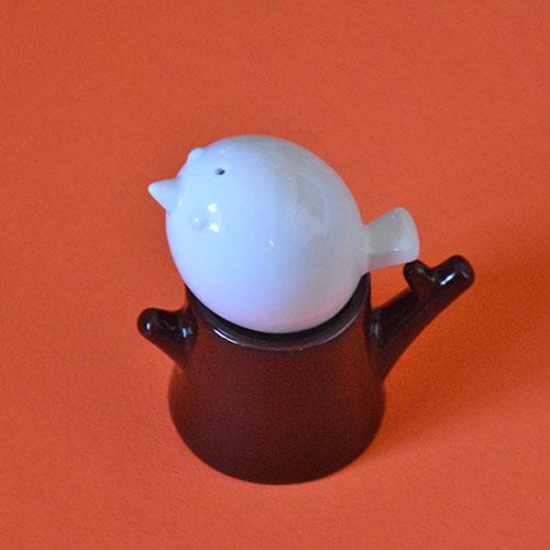 salière et poivrier en porcelaine en forme d'arbre et son oiseau