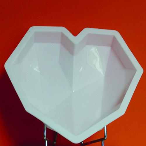 moule en sicilone coeur en 3 dimensions, pour faire un gateau à facettes, magnifique et très design