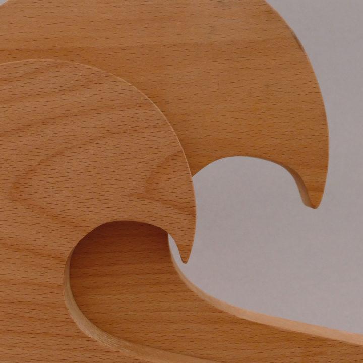 planches-les vagues, une collection de planches à découper en hêtre massif, qui se tiennent debout comme une belle vague de l'atlantique, made in france - création originale assiettes et compagnie