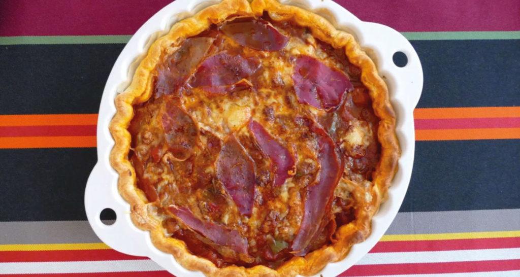 une recette de tarte basque avec des ingrédients locaux et en utilsant le plat à tarte revol