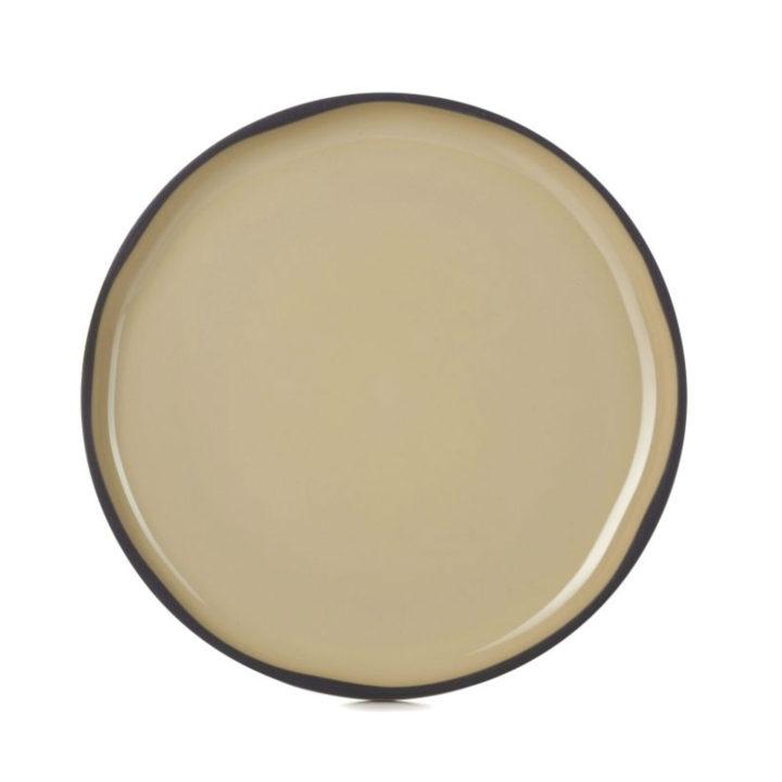 assiette en porcelaine noire et émaillée à la main dans la manufacture revol, collection caractère par noé duchaufour lawrance