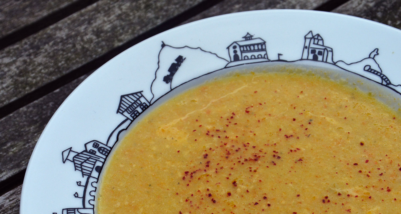 recette de soupe aux deux courges et lait de coco dans une assiette creuse pays basque
