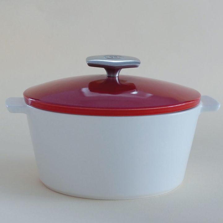 cocotte revolution par revol avec couvercle rouge, une cocotte hyper pratique pour tous les jours