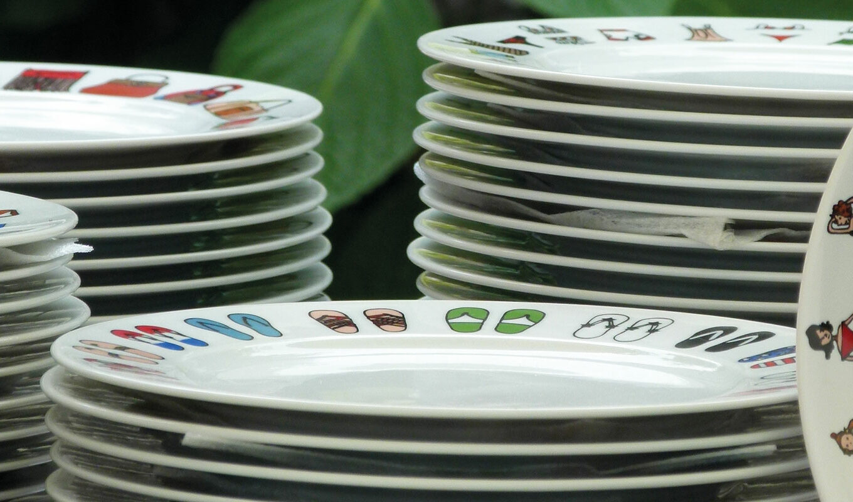 les assiettes à dessert, tous les modèles d'assiettes proposés par assiettes et compganie, les créations exclusives et celles de la maison revol - made in france