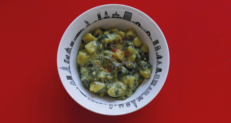 recette vegan originale avec ce plat de légumes avec notamment de l'ail des ours, présentation sur la coupelle new york