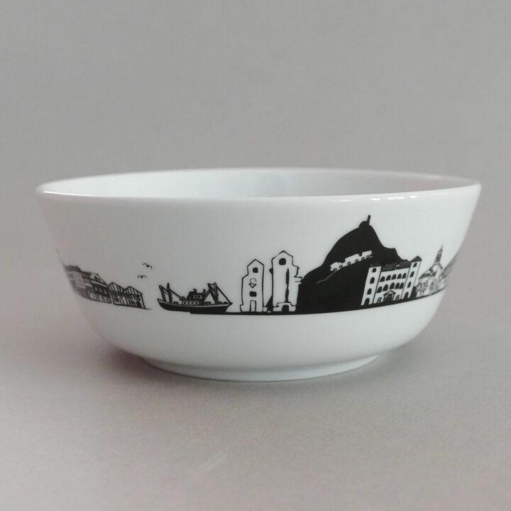 les nouveaux bols basques d'assiettes et compagnie mettent le pays basque à l'honneur avec une toute nouvelle frise des monuments et grands symboles du pays basque - design par béatrice pene lassus pour assiettes et compagnie