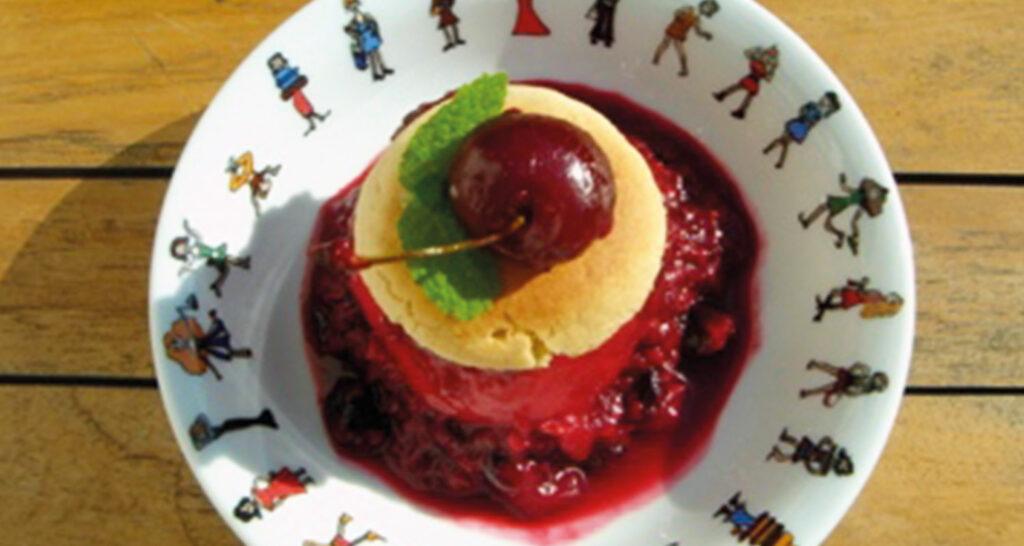 les desserts en rouge et blanc est un hommage aux fêtes du pays basque et notamment aux fêtes de Bayonne, une série de recettes créées par béatrice pene lassus pour le site assiettes et compagnie